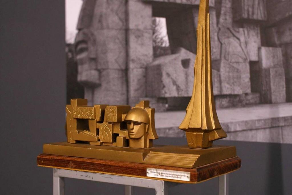 Gheza Vida, Macheta Monumentului Ostașului Roman Carei, 1964, bronz, 38×42,5 cm