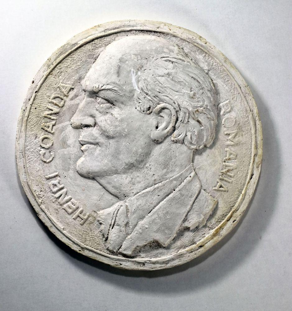 Constantin Iordache, Henri Coanda, 1971, ipsos, dia 30 cm