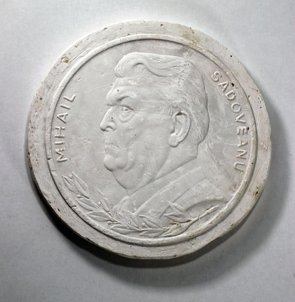 Constantin Iordache, Nadia Comaneci, 1976, ipsos, dia 25 cm