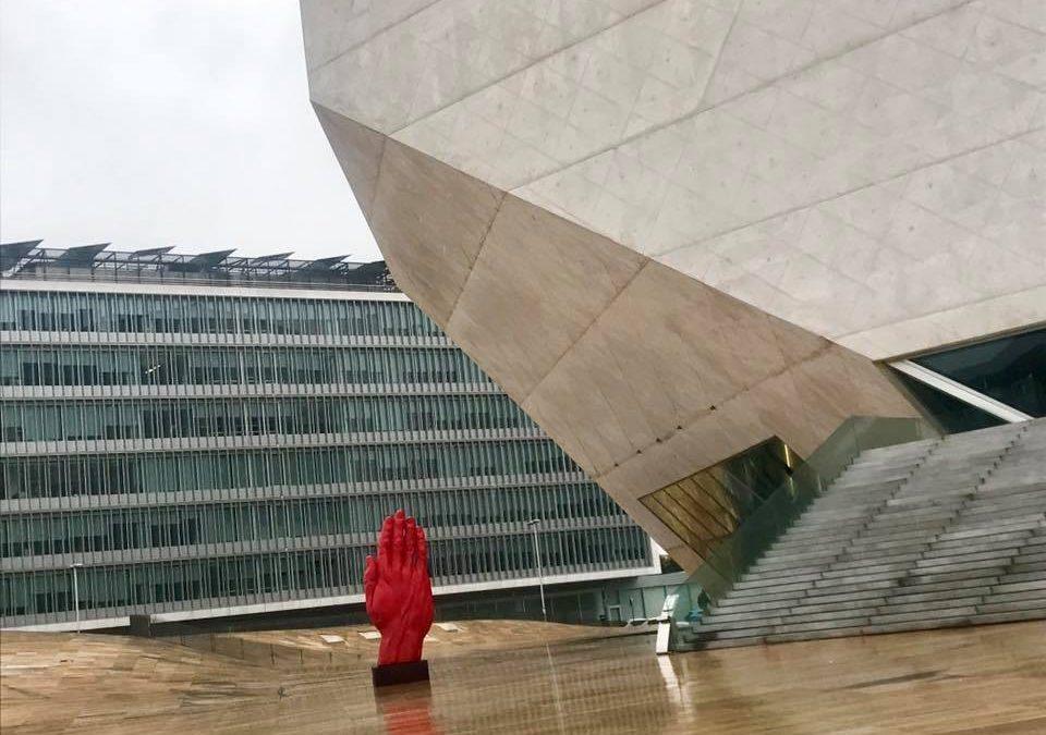 Programul Moving Monuments: sculptura monumentală a lui Bogdan Rața itinerată la Porto