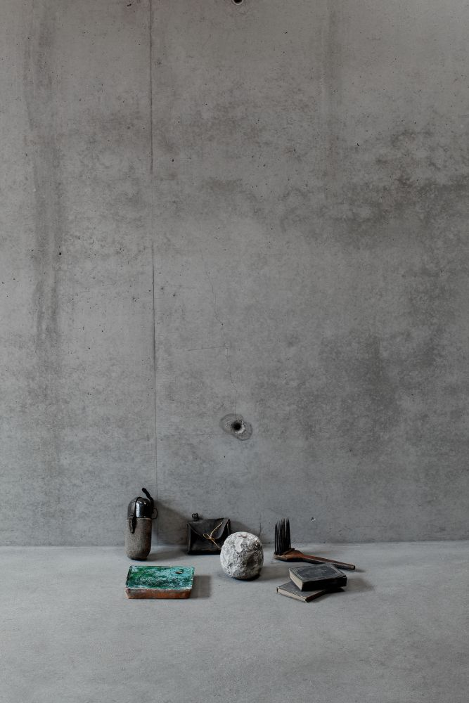 Peter Jacobi, Still life with artifacts from Transylvania stove tile, water flask from WWI, 19th centrury nail pouch, tower clock weight, hymn books and comb for flax and hamp, 2015, Digigraphie, 90x60cm
