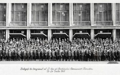 """""""Congresul al IX-lea al Partidului Comunist Român"""", delegați în fața recent construitei Sălii a Palatului, iunie 1965"""